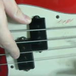 【動画解説】4弦ベースで右手の親指、どこに置く?
